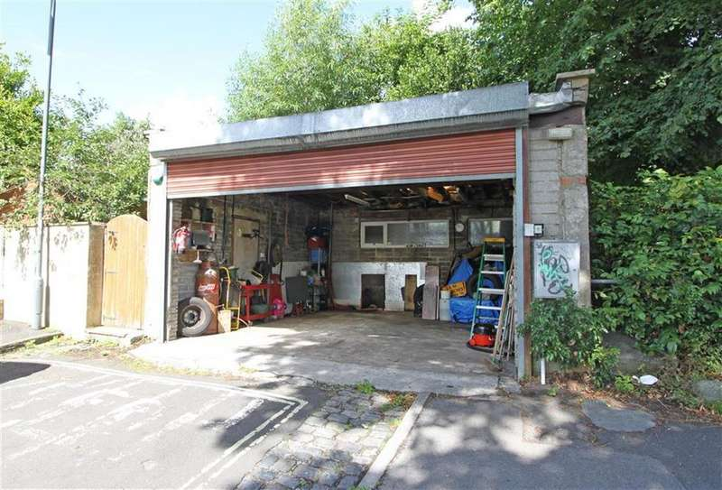 Garages Garage / Parking for sale in Nutgrove Avenue, Victoria Park, Bristol