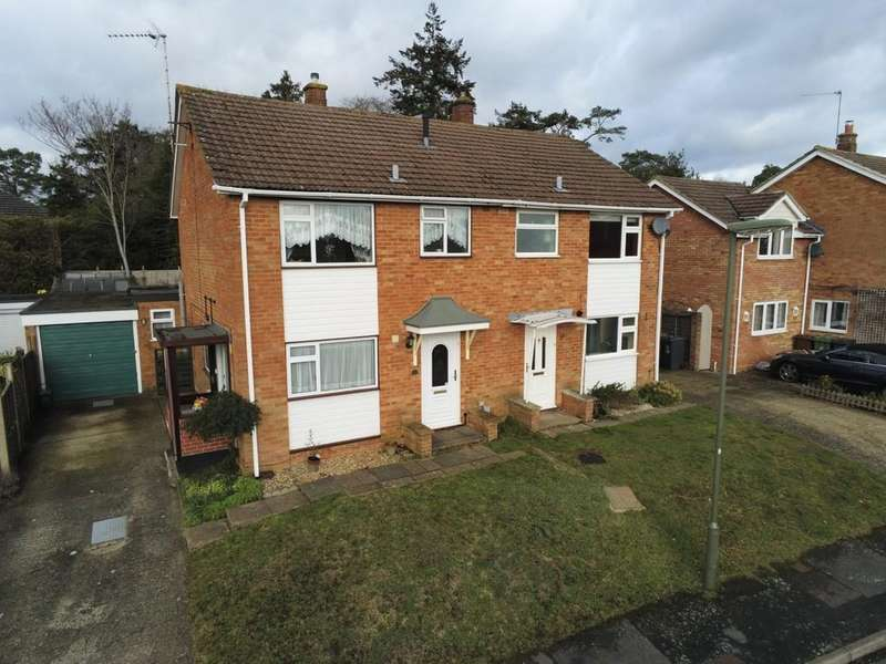 3 Bedrooms Semi Detached House for sale in Robins Bow, Camberley