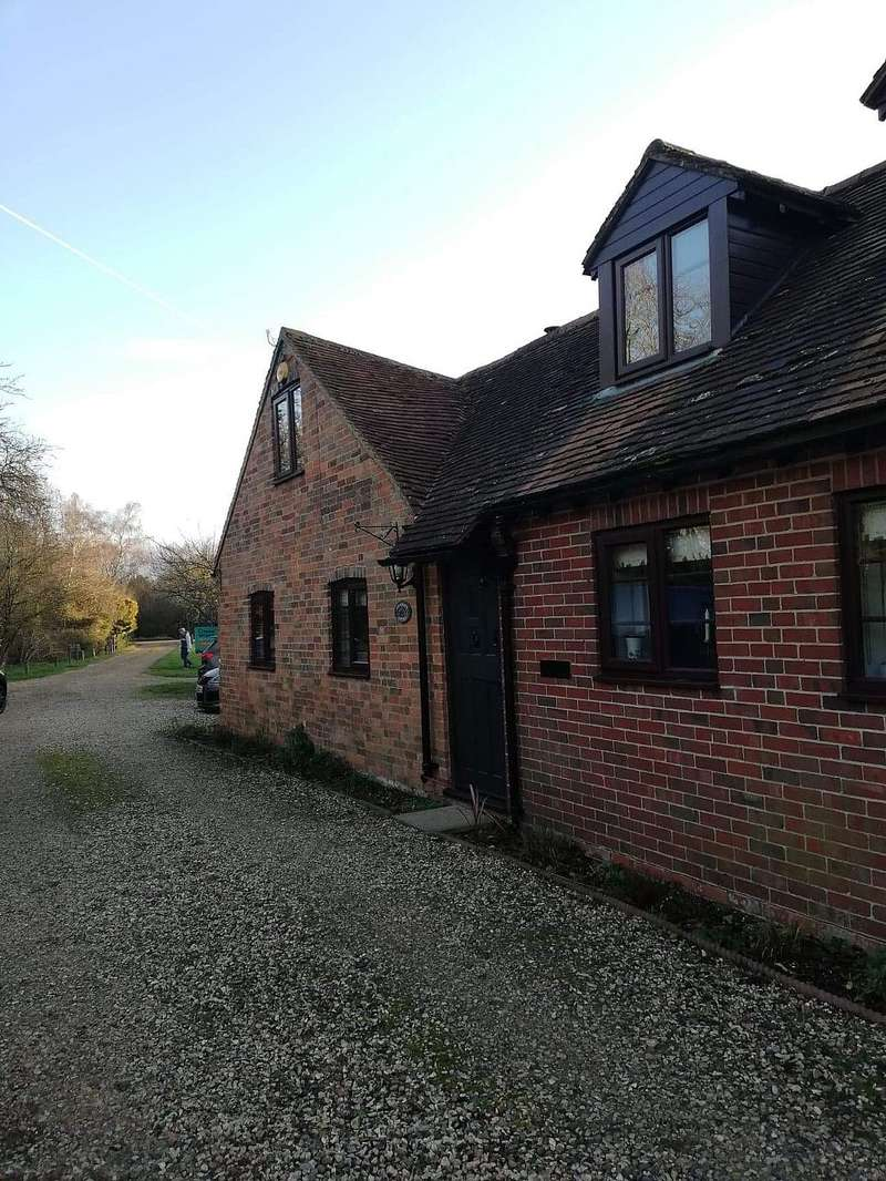 4 Bedrooms Cottage House for sale in Heathcote Cottage, The Common, Silchester, Reading, Hampshire, RG7