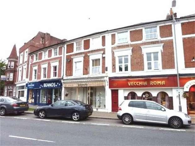 1 Bedroom Flat for sale in Bridge Road, EAST MOLESEY, Surrey