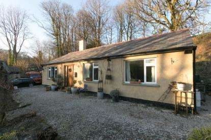 3 Bedrooms Bungalow for sale in Tainant, Penycae, Wrexham, LL14
