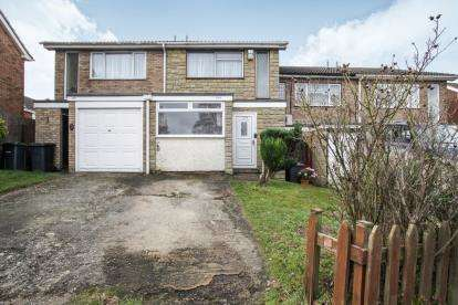 3 Bedrooms Terraced House for sale in Tomlinson Avenue, Luton, Bedfordshire, England