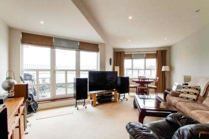 2 Bedrooms Flat for sale in Woodacre, Portishead, Bristol