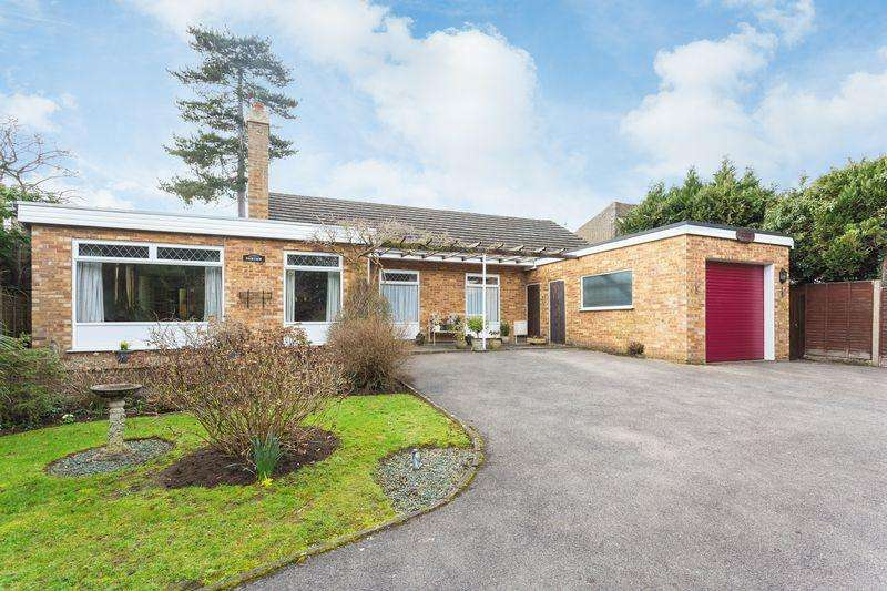4 Bedrooms Bungalow for sale in Old Beaconsfield Road, Farham Common, Buckinghamshire SL2