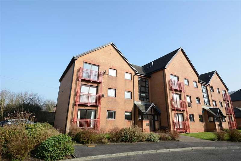 3 Bedrooms Flat for sale in 61 Curlinghall, Largs, KA30 8LB