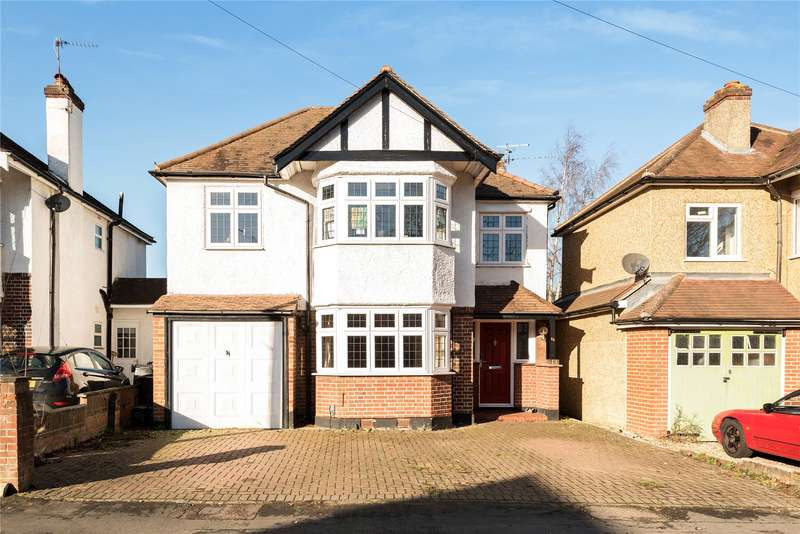 4 Bedrooms Detached House for sale in Hollies Avenue, West Byfleet, Surrey, KT14