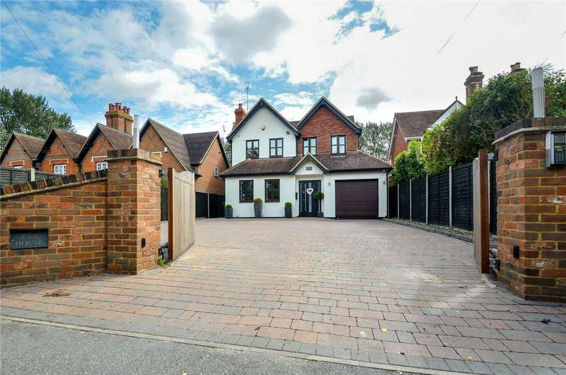 5 Bedrooms Detached House for sale in Bearwood Road, Sindlesham, Berkshire, RG41