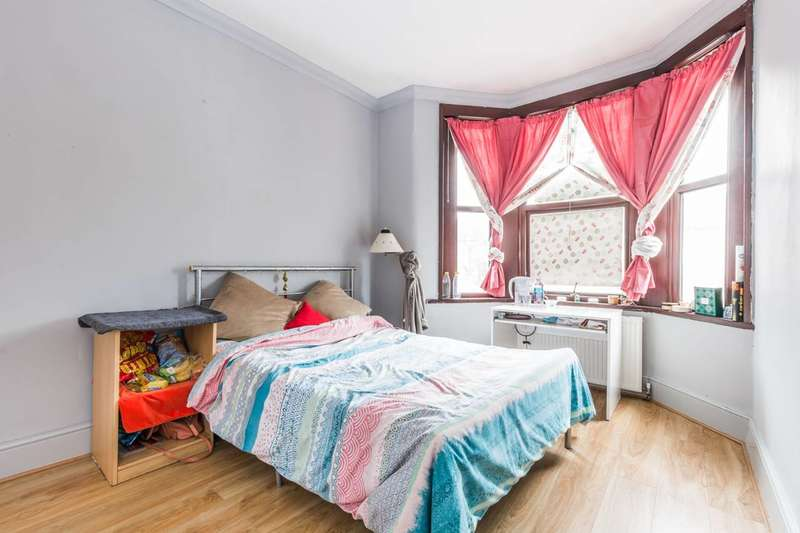 4 Bedrooms House for sale in Gladstone Avenue, Manor Park, E12