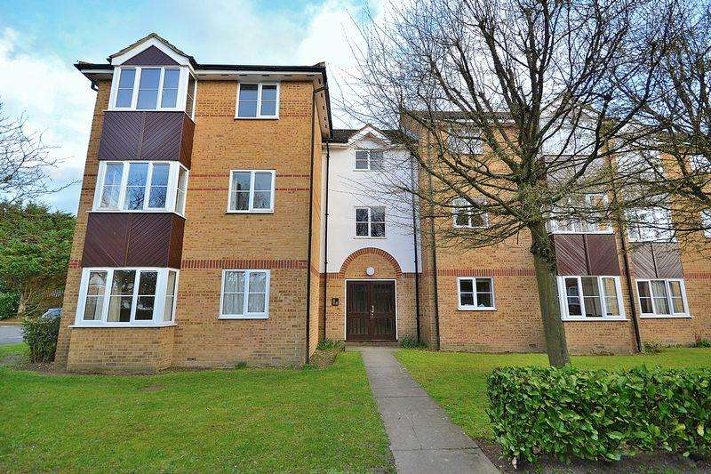 1 Bedroom Apartment Flat for sale in Stunning Re-Fitted Kitchen A Great First Time Buy...