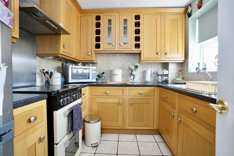 2 Bedrooms Terraced House for sale in Middleham Close, Sandy