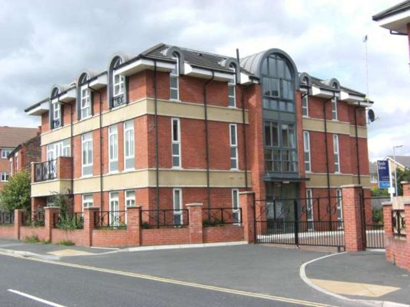 2 Bedrooms Flat for sale in Richmond Court, Widnes, Cheshire, WA8