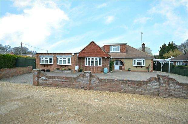 3 Bedrooms Detached Bungalow for sale in Green Lane, Sandhurst, Berkshire
