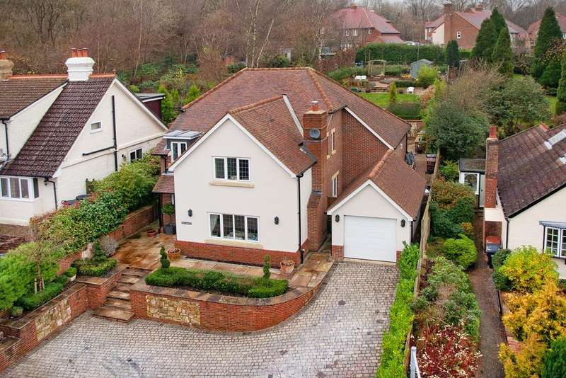 4 Bedrooms Detached House for sale in Green Lane, Crowborough