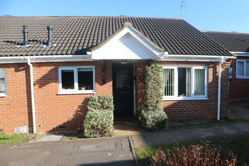 2 Bedrooms Terraced Bungalow for sale in Cedar Close, Market Rasen