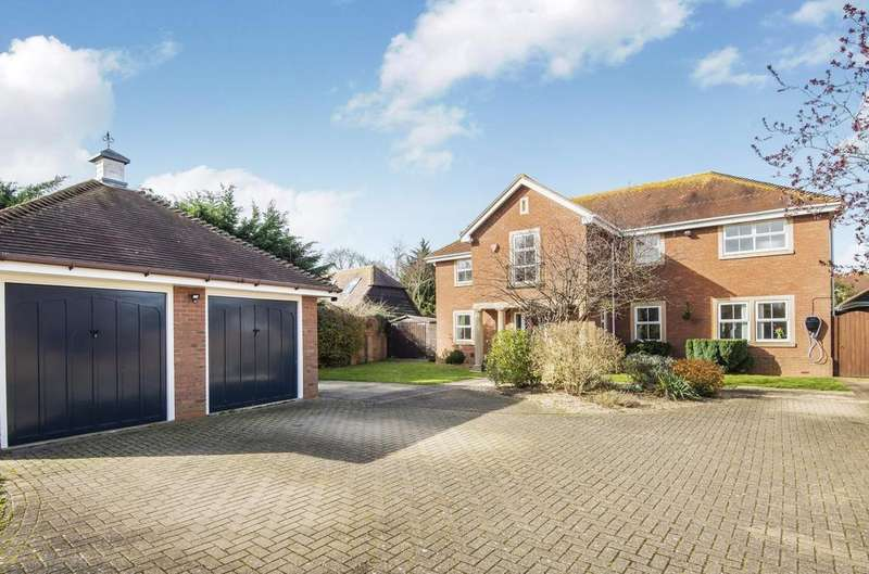 5 Bedrooms Detached House for sale in Spinnaker Grange, Hayling Island, PO11