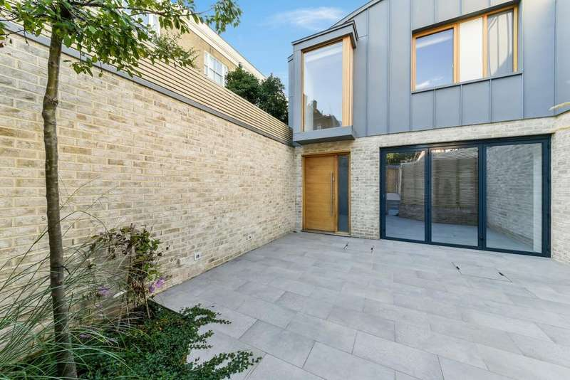 3 Bedrooms Semi Detached House for sale in Townley Street, Elephant Castle, London SE17