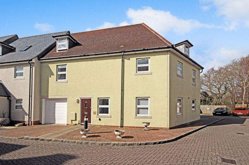 4 Bedrooms Town House for sale in MUDEFORD CHRISTCHURCH