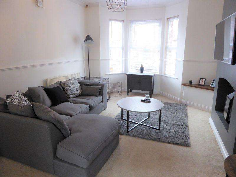 2 Bedrooms Terraced House for sale in Waterlow Road, Dunstable