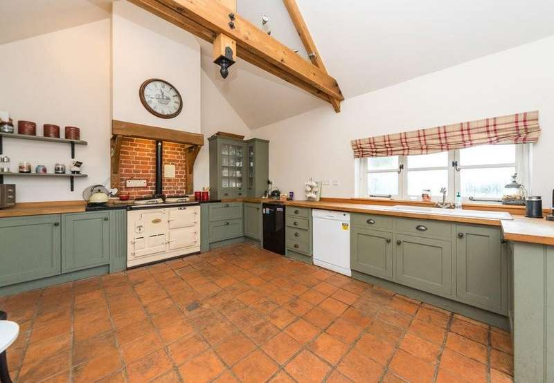 4 Bedrooms Detached House for sale in Hardwick Road, Starston