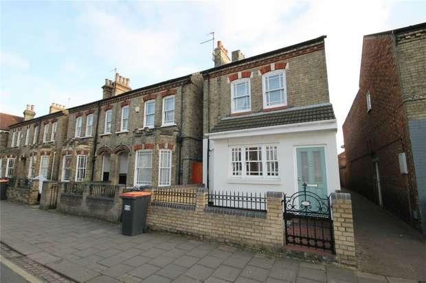 3 Bedrooms Detached House for sale in Castle Road, Bedford