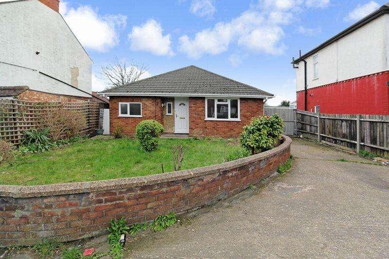 2 Bedrooms Detached Bungalow for sale in Waller Avenue, Luton