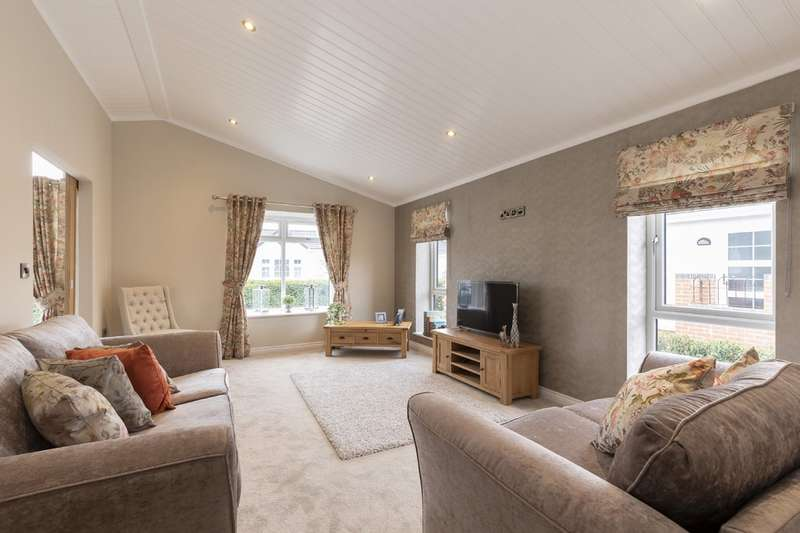 2 Bedrooms Detached Bungalow for sale in Orchard Park, Twigworth