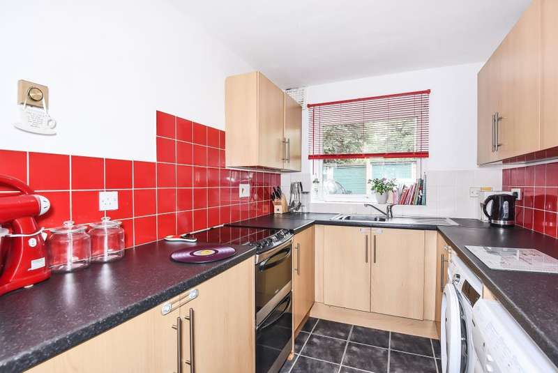 2 Bedrooms Flat for sale in Rectory Close, Bracknell, Berkshire, RG12