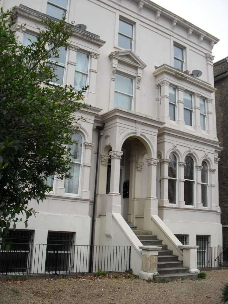 2 Bedrooms Apartment Flat for sale in WICKHAM ROAD, London