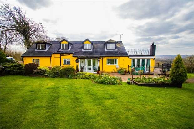 5 Bedrooms Detached House for rent in Monkhams, Long Ridings, Waltham Abbey, Essex