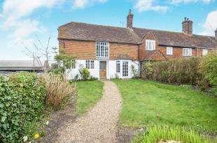 4 Bedrooms Semi Detached House for sale in Ewhurst Green, Robertsbridge, East Sussex