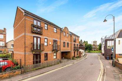 2 Bedrooms Flat for sale in St. Andrews Court, Church Street, Biggleswade, Bedfordshire