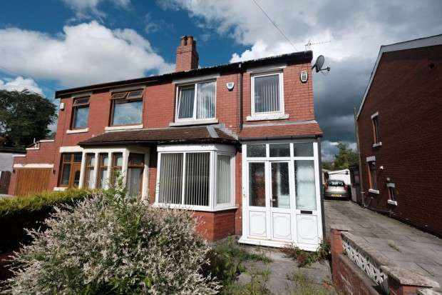 3 Bedrooms Terraced House for sale in Cairnsmore Avenue, Preston, PR1