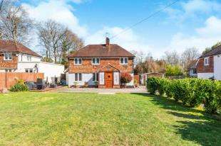 5 Bedrooms Detached House for sale in Ringles Cross, Uckfield, East Sussex