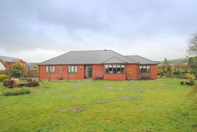 3 Bedrooms Detached Bungalow for sale in Curlews Meadow, St. Harmon, Rhayader