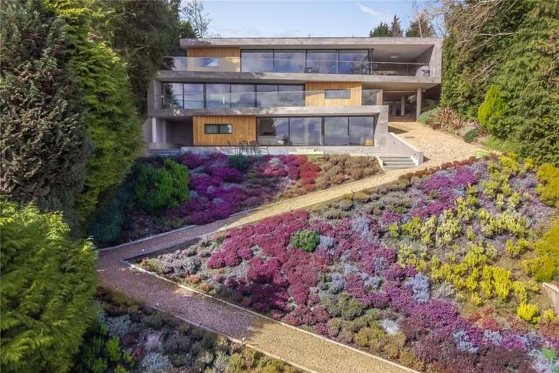4 Bedrooms House for sale in Avon Castle Drive, Ringwood, Hampshire, BH24