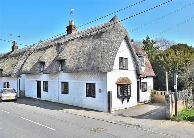 3 Bedrooms Detached House for sale in Dunmow, Dunmow Road, BRAINTREE, Essex