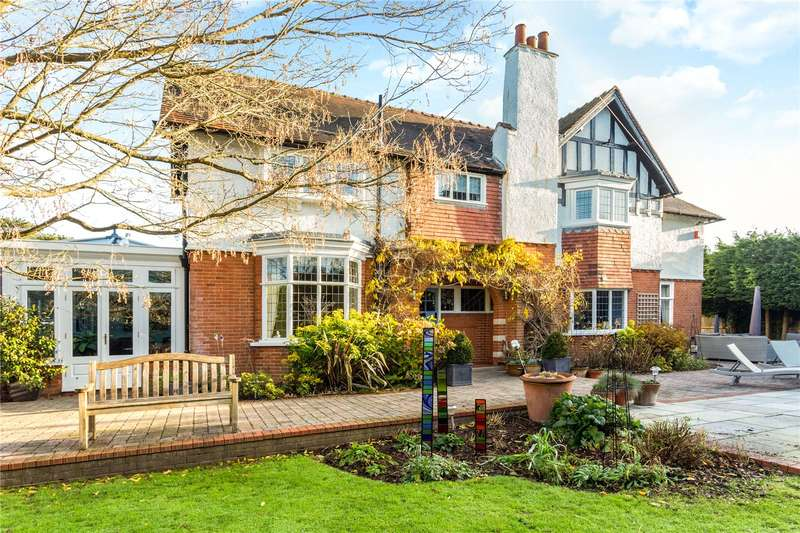 5 Bedrooms Detached House for sale in Ottways Lane, Ashtead, Surrey, KT21