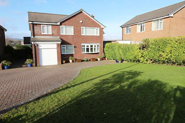 4 Bedrooms Detached House for sale in Amberley Close, Ladybridge, BL3 4NJ