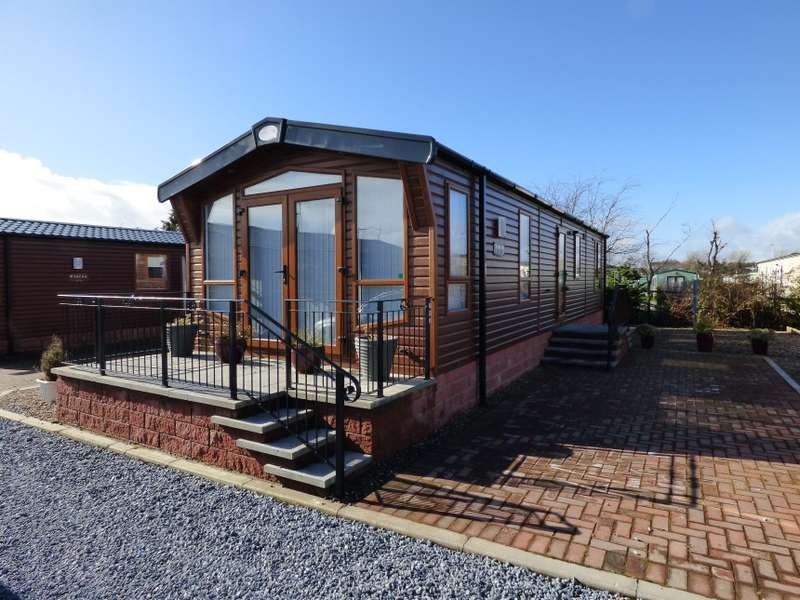 2 Bedrooms Lodge Character Property for sale in 18A, Lochlands Leisure Park, Dundee Road, Lochlands, Forfar, Angus