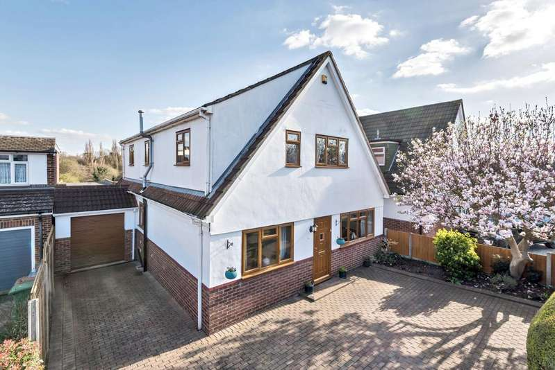 4 Bedrooms Detached House for sale in Cold Blow Crescent Bexley DA5