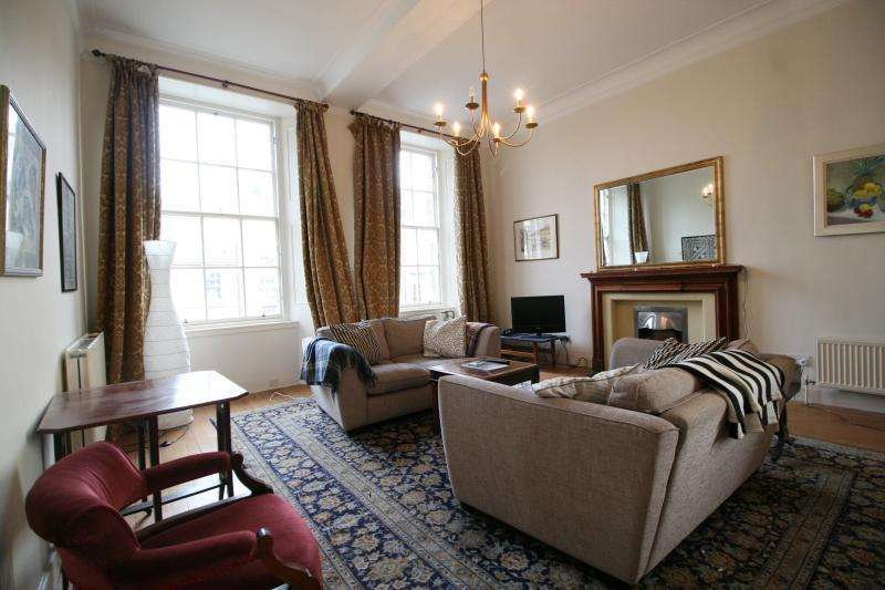 3 Bedrooms Flat for rent in Howe Street, Edinburgh EH3