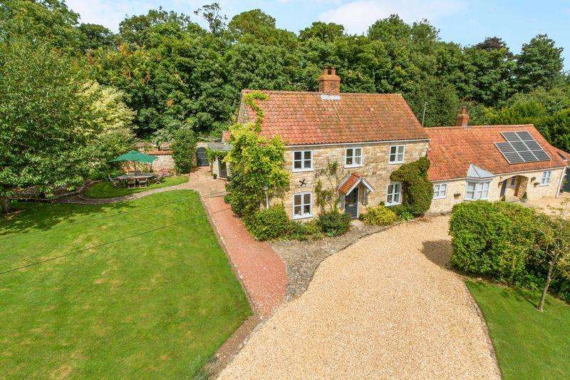 5 Bedrooms Farm House Character Property for sale in Sleaford Road, Branston, LN4 1HX