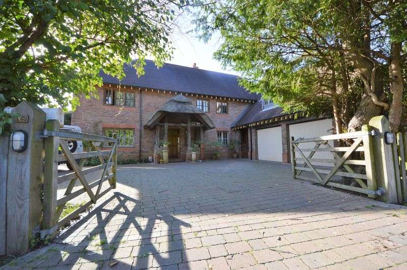 6 Bedrooms Property for sale in Romyns Court, Fareham