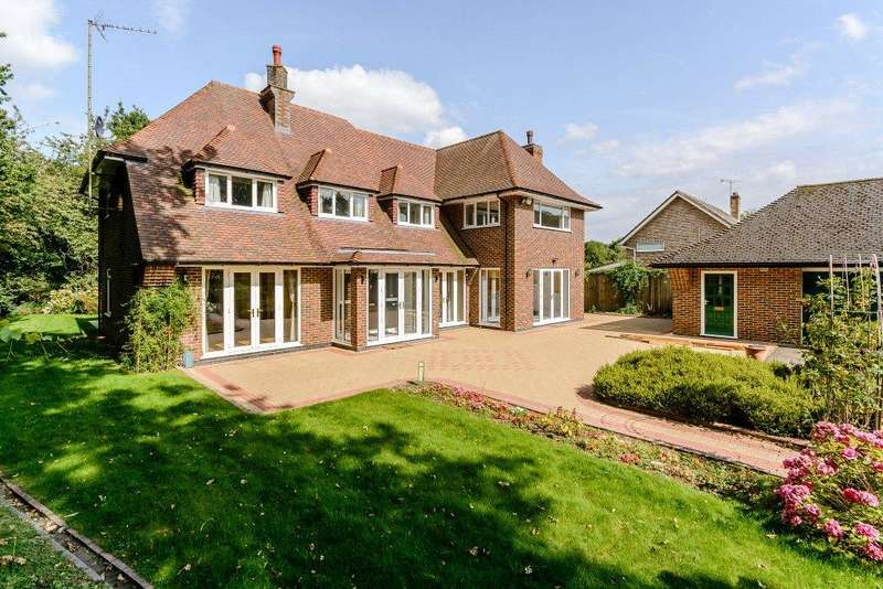 5 Bedrooms Detached House for sale in 17 Woodland Rise, Studham, Dunstable, Bedfordshire, LU6
