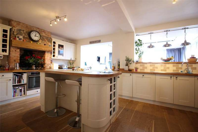 3 Bedrooms Semi Detached House for sale in Reading Road, Woodley, Reading, Berkshire, RG5