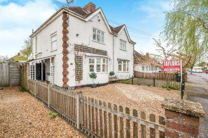 2 Bedrooms Semi Detached House for sale in Eaton Road, Kempston, Bedford, Bedfordshire