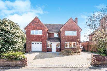 5 Bedrooms Detached House for sale in Nether Beacon, Off Beacon Street, Lichfield, Staffordshire