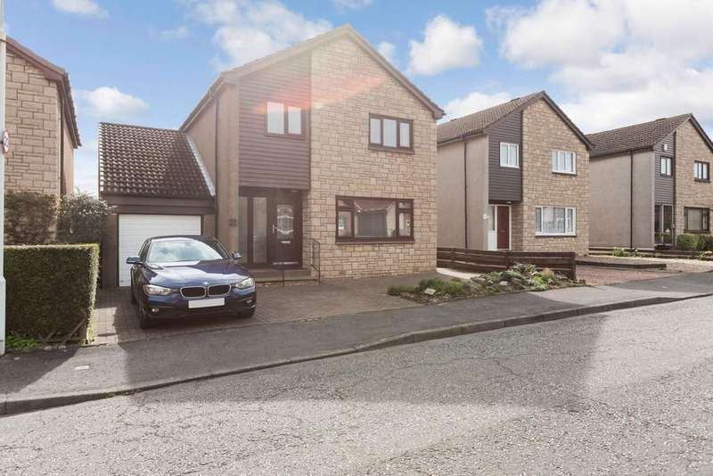 3 Bedrooms Detached House for sale in 21 Craigbank, Crossford, KY12 8YE