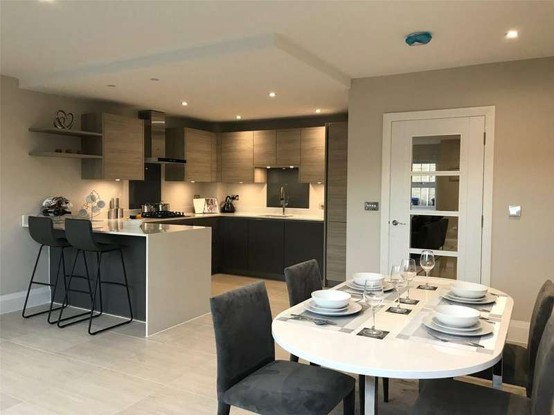 4 Bedrooms End Of Terrace House for sale in Kingsway Mews, Farnham Common, Slough, SL2