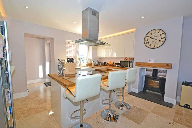 5 Bedrooms Detached House for sale in Witham Road, Black Notley, Braintree, CM77